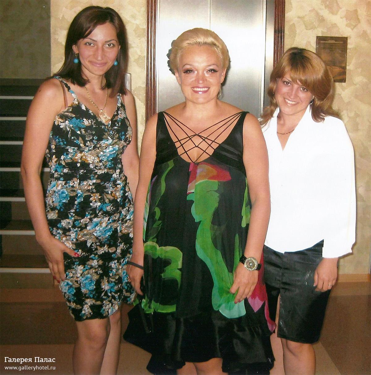 Надежда Кадышева отплясывает на свадьбе сына.Свадьбу, на которой